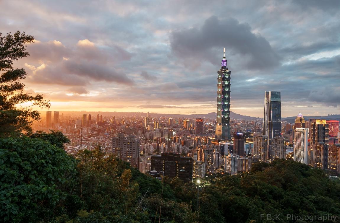 Fall sunset over Taipei 101.
